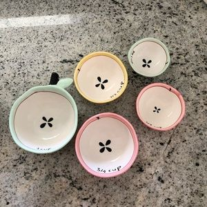 Anthropologie Apple measuring cups
